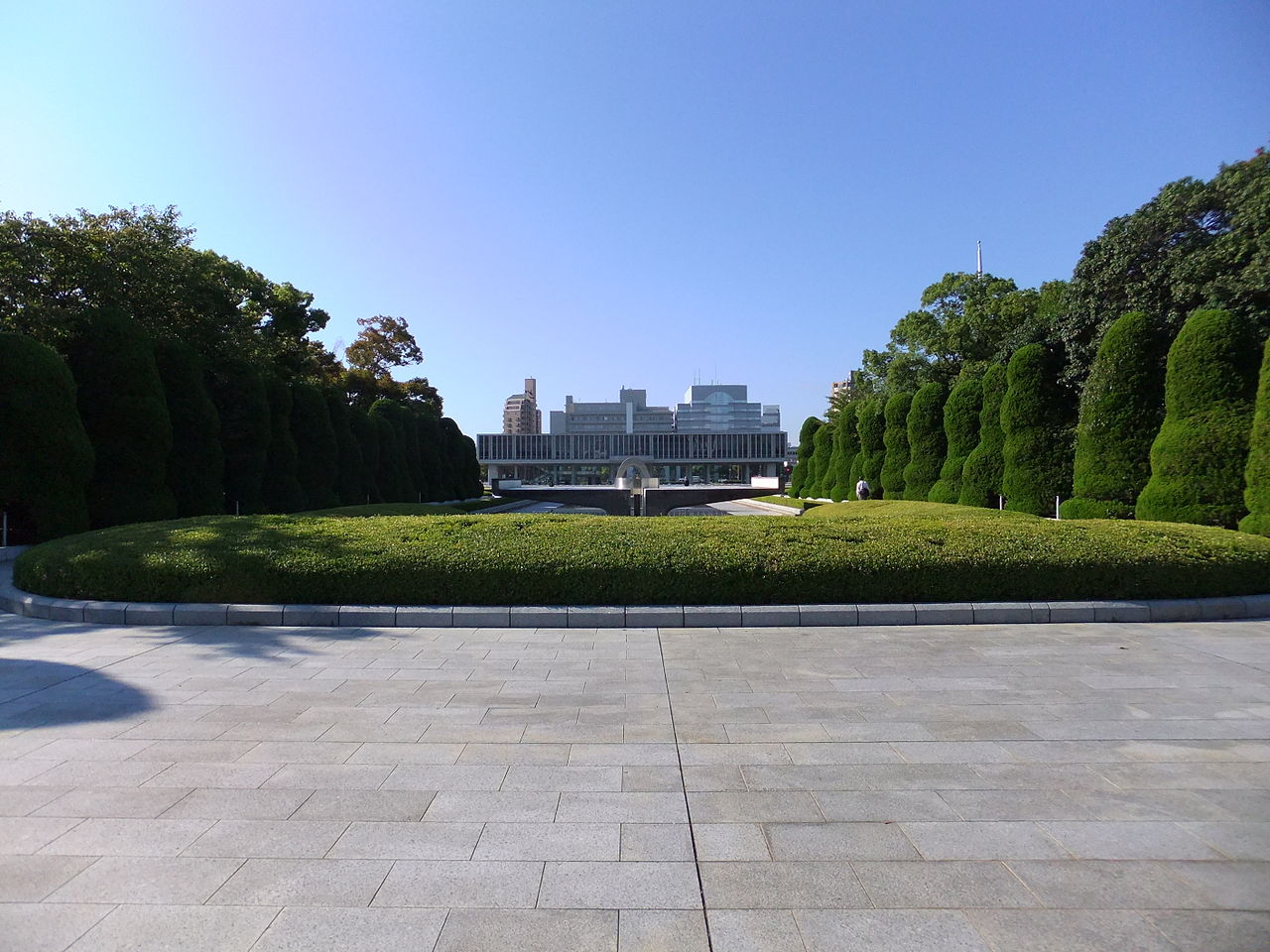 Hiroshima Peace Park and Memorial Museum. Photo by Taisyo, Wikimedia Commons.