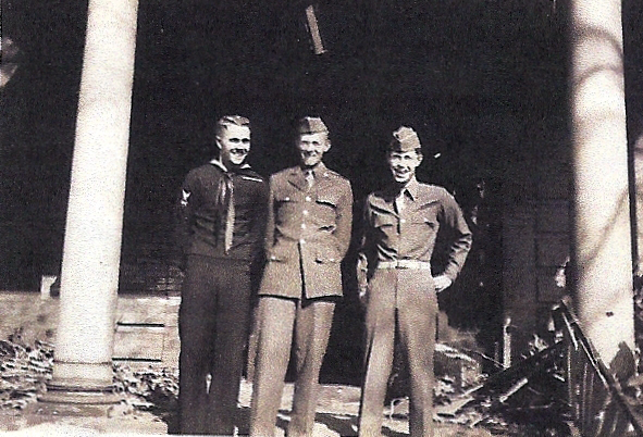 Bill Stumb, Ralph Gates, and Bruce Crabtree at Vanderbilt, December 1944. Photo courtesy of Ralph Gates.