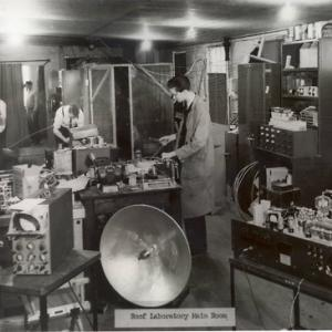 MIT Radiation Laboratory, Roof laboratory main room, 1941 (Photo Courtesy of MIT Museum)