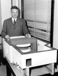 Robert Hutchins with Cyclotron Model 1. University of Chicago Photographic Archive, apf2-00155, Special Collections Research Center, University of Chicago Library.