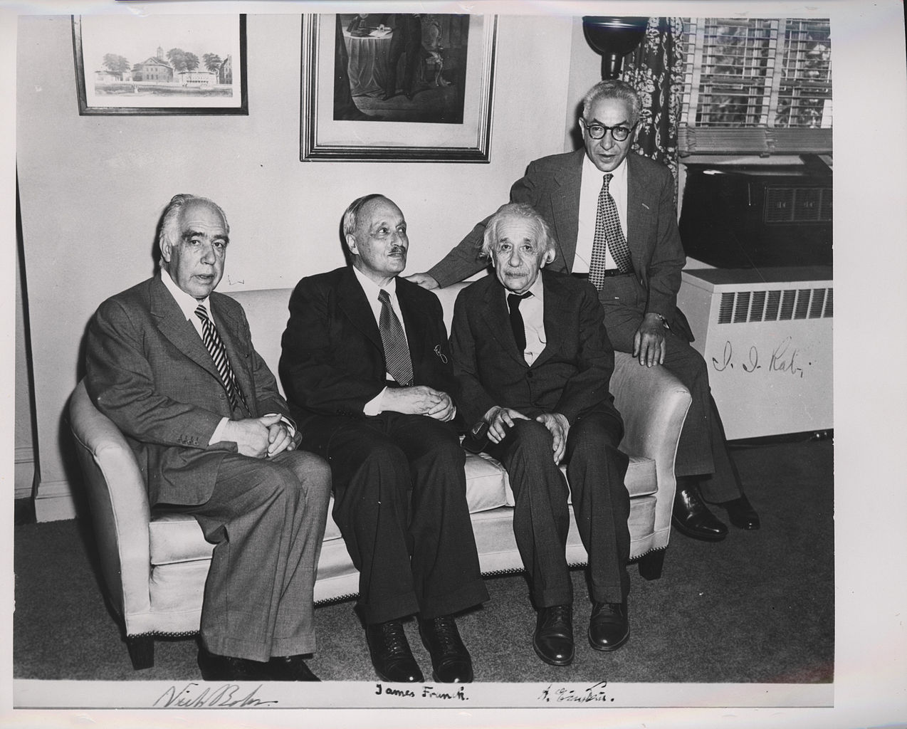 albert einstein and the manhattan project Wwii book: hums 8th grade search this site at home europe holocaust other enrico fermi and albert einstein, who first decided to try to convince the government to there were about 120,000 people working on it and only about 5,000 of them knew what the manhattan project was really.