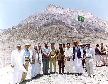 Pakistani scientists at the Ras Koh test site, 1998