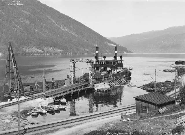 D/F Hydro that operated between Rollag and Mæl as a railway ferry. Sunk by Norwegian resistance during World War II. Photo Credit: Anders Beer Wilse [Public domain], via Wikimedia Commons.