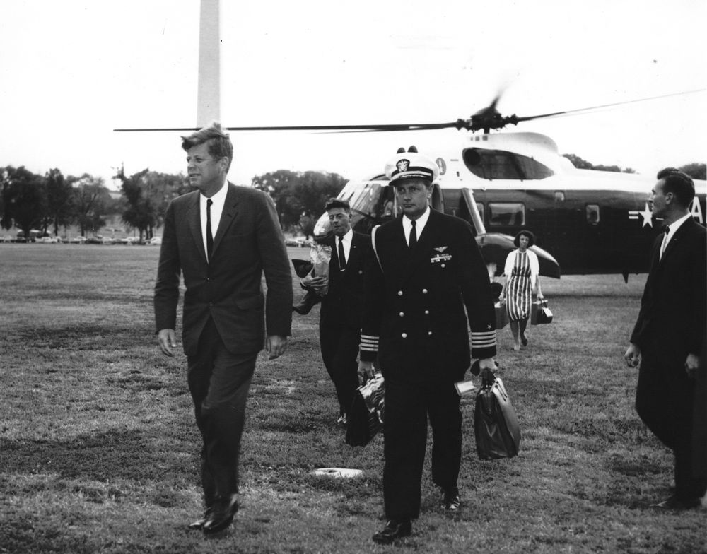President John F. Kennedy returns to the White House in 1962. Courtesy of Abbie Rowe, John F. Kennedy Presidential Library and Museum