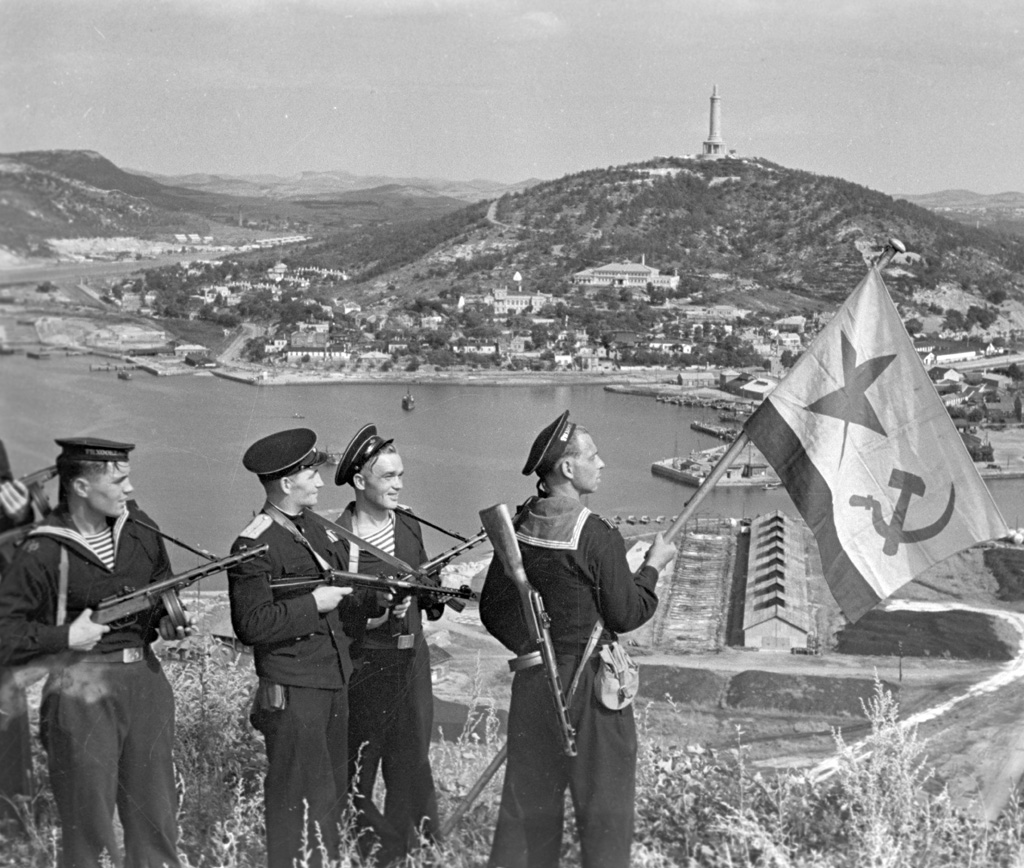 Soviet marines in Port Arthur. Photo from RIA Novosti Archive via Wikimedia Commons.