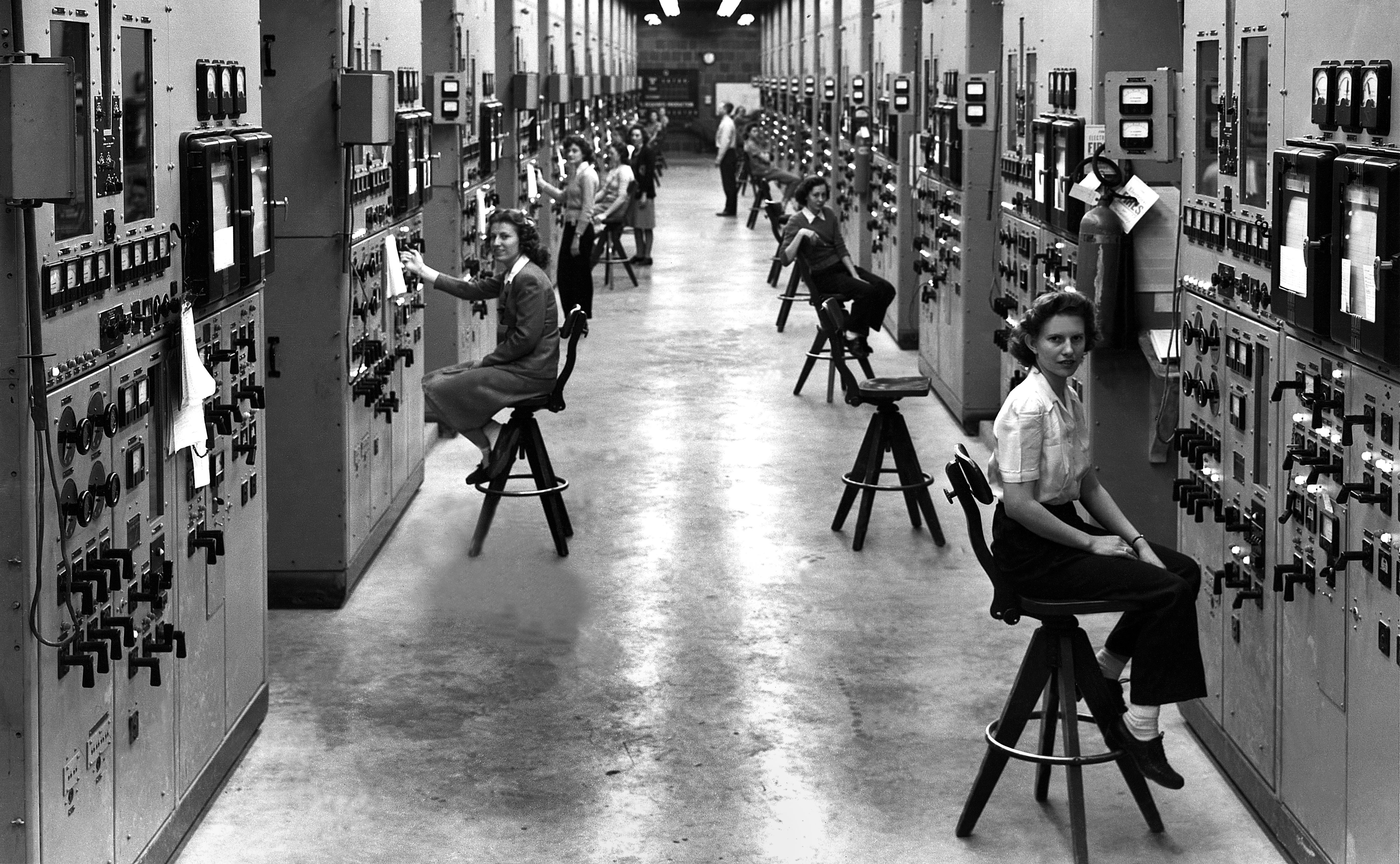 Calutron girls at their cubicles in the Y-12 Plant in 1944