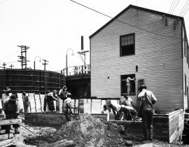 Construction work by the X-10 Graphite Reactor in 1943