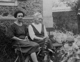 Irène Joliot-Curie, Marie Curie, and Hélène Langevin-Joliot. Photo courtesy of the Musée Curie (coll. ACJC).