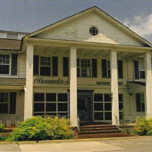 The Alexander Inn at Oak Ridge