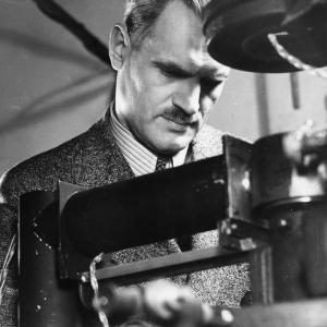 Arthur Compton at work. Image courtesy of the University of Chicago Photographic Archive, apf1-01881, Special Collections Research Center, University of Chicago Library.