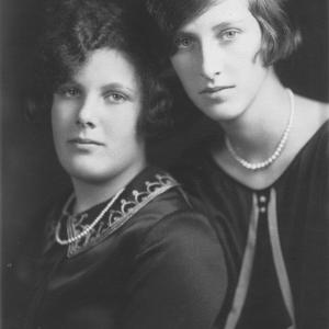 Elsie and Molly Blumer, 1925