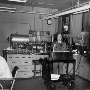 Leo Szilard and Aaron Novick in their biology laboratory at the University of Chicago after World War II. Photo courtesy of the University of Chicago Special Collections.