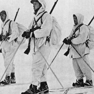 Norwegian volunteers in battle gear, somewhere in Northern Finland. (Jan. 1940). Operation Gunnerside members wore similar attire. Photo Credit: [Public domain], via Wikimedia Commons.