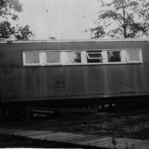 A flattop house, possibly where Milton and his family lived at Oak Ridge