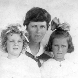 Elsie and Molly with their mother, Mabel Blumer