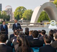 Japanese Prime Minister Shinzo Abe and President Barack Obama at the Hiroshima Peace Memorial Park. Photo by Doug Mills/The New York Times