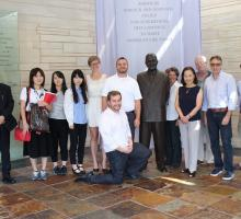 Members of the study tour at the Truman Library. Photo courtesy of Kinue Tokudome.