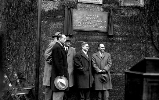 Chicago physicists unveil plaque