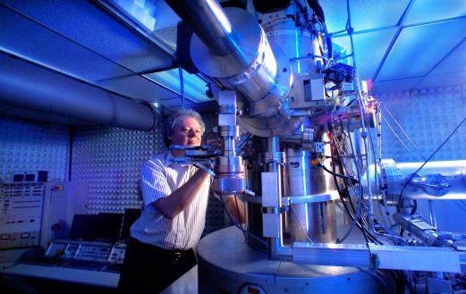 An electron microscope at ORNL. Photo courtesy of DOE.